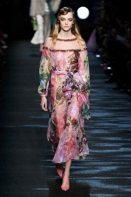 Fashion show, Pink, Style, Runway, Fashion model, Fashion, Model, Waist, Street fashion, Costume design,