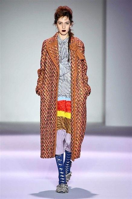 Human body, Fashion show, Winter, Textile, Outerwear, Runway, Style, Fashion model, Street fashion, Costume design,