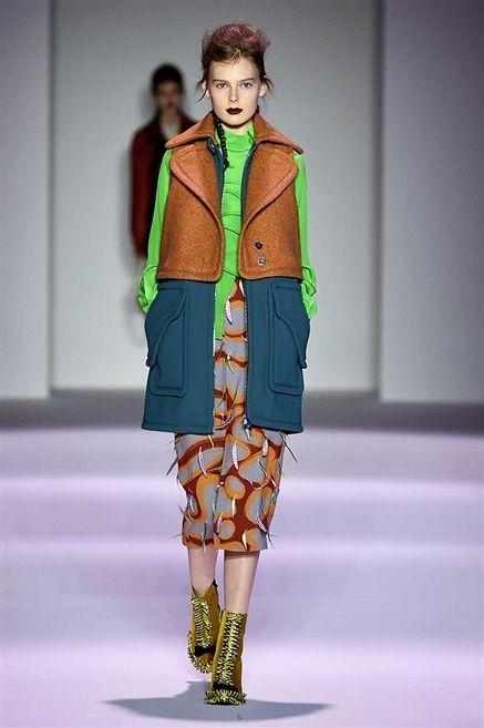 Human body, Fashion show, Joint, Outerwear, Runway, Style, Fashion model, Winter, Street fashion, Fashion,