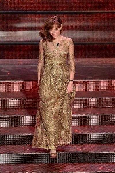 Dress, Formal wear, Amber, Fashion, One-piece garment, Maroon, Waist, Stairs, Gown, Long hair,