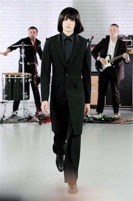 Drum, Shirt, Coat, Outerwear, Musician, Formal wear, Style, Suit, Membranophone, Musical instrument,