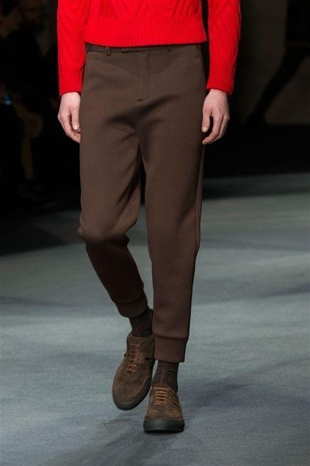 Leg, Brown, Sleeve, Human leg, Textile, Joint, Style, Khaki, Boot, Knee,