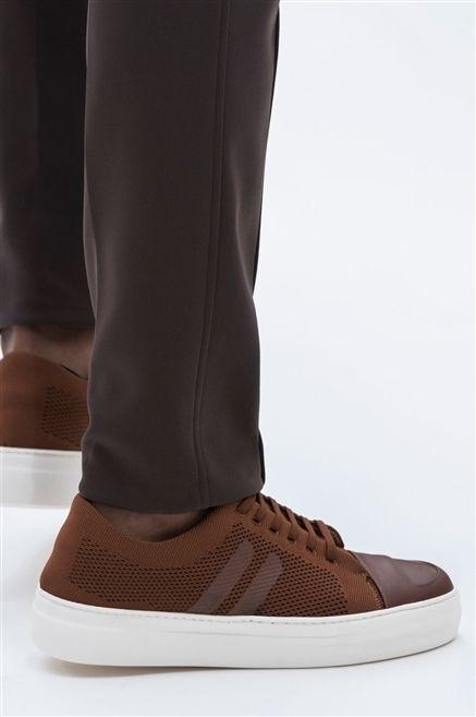 Brown, Human leg, Textile, Joint, White, Tan, Fashion, Black, Grey, Walking shoe,