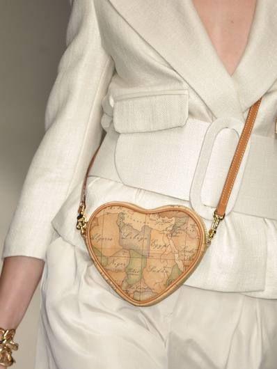 Collar, Wrist, Fashion, Pattern, Beige, Tan, Peach, Wing, Fashion design, Bracelet,