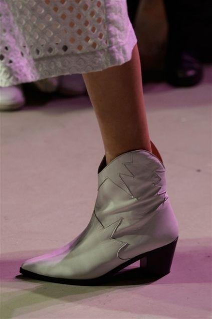 Human leg, Shoe, Joint, Purple, Pink, Magenta, Fashion, Violet, Street fashion, Calf,
