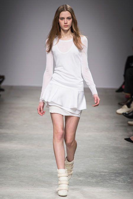 Sleeve, Human leg, Fashion show, Shoulder, Joint, Runway, White, Waist, Style, Fashion model,