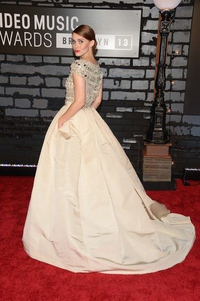 Clothing, Dress, Shoulder, Flooring, Textile, Formal wear, Style, Gown, Carpet, One-piece garment,