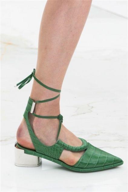 Green, Human leg, Joint, Sandal, Toe, Foot, Tan, Fashion, High heels, Calf,