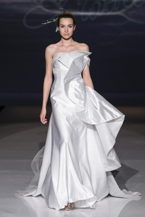 Hairstyle, Shoulder, Dress, Style, Fashion show, Formal wear, Fashion model, One-piece garment, Gown, Bridal clothing,