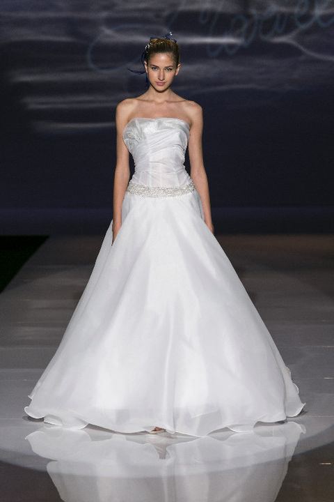 Clothing, Sleeve, Bridal clothing, Shoulder, Textile, Joint, White, Wedding dress, Gown, Style,