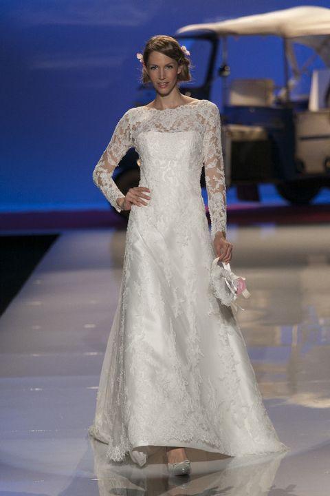 Clothing, Blue, Dress, Shoulder, Textile, Bridal clothing, Joint, Gown, Formal wear, Fashion model,