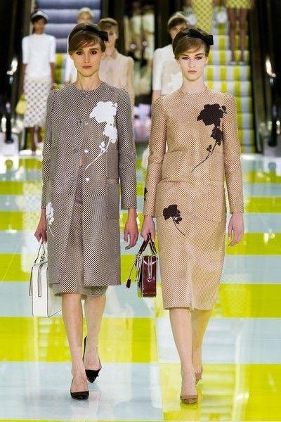 Yellow, Dress, Style, One-piece garment, Pattern, Formal wear, Fashion model, Fashion, Waist, Day dress,