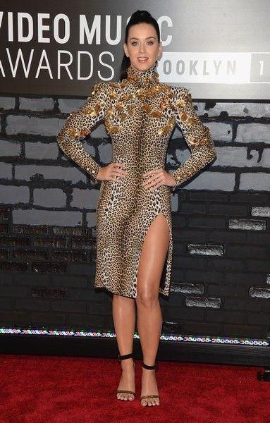 Clothing, Human, Shoulder, Flooring, Joint, Dress, Style, Carpet, Fashion model, Fashion,