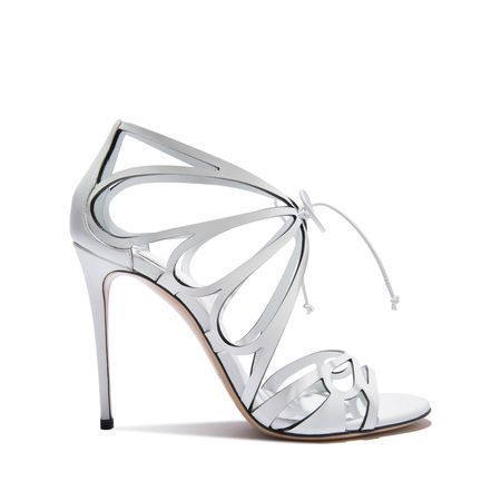 White, Grey, Beige, Bridal shoe, Dancing shoe, Silver, Sandal, Foot, Basic pump, Steel,