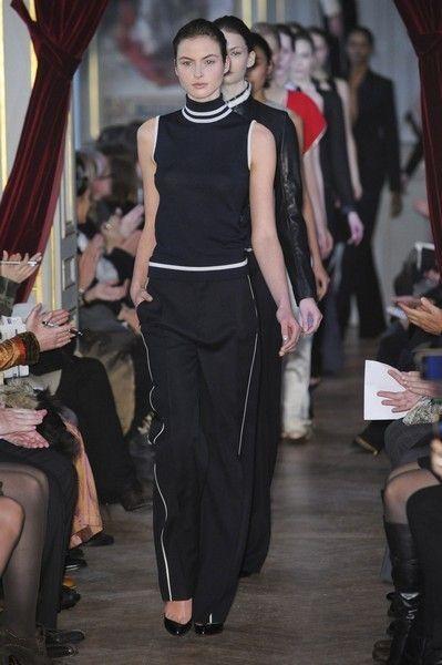 Leg, Human body, Shoulder, Joint, Style, Fashion show, Curtain, Fashion, Waist, Runway,