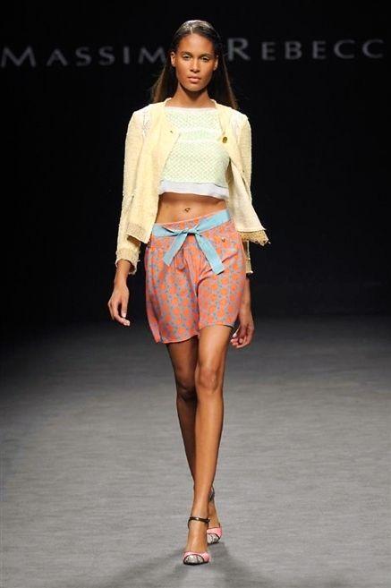 Clothing, Leg, Brown, Human leg, Shoulder, Fashion show, Joint, Style, Waist, Fashion model,
