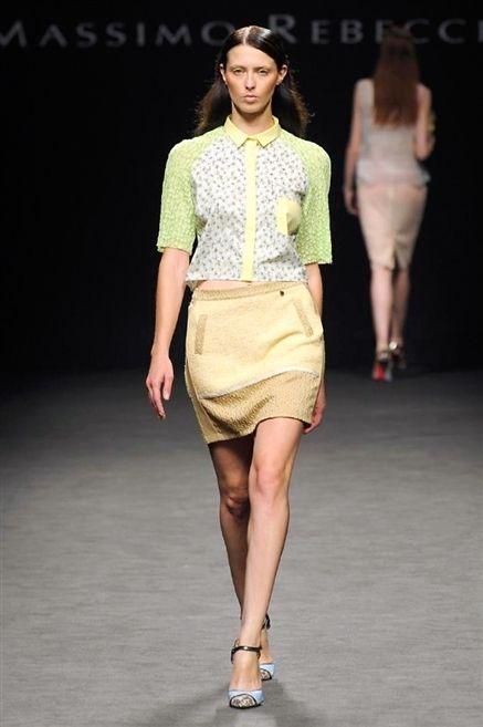 Clothing, Footwear, Leg, Brown, Fashion show, Human leg, Skin, Human body, Event, Shoulder,