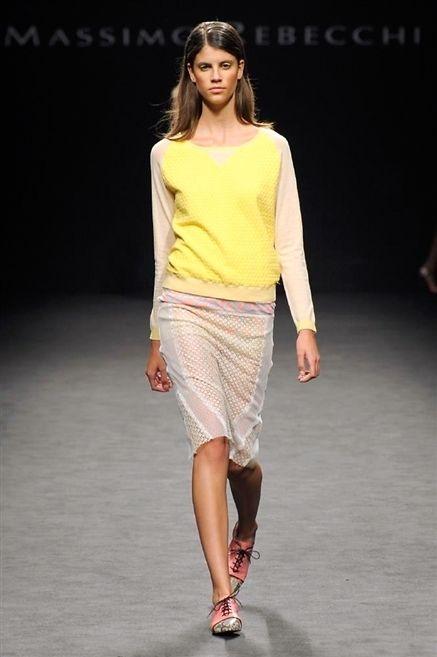 Clothing, Skin, Shoulder, Human leg, Joint, White, Fashion show, Style, Waist, Summer,