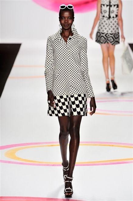 Clothing, Footwear, Leg, Fashion show, Shoulder, Human leg, Joint, Pattern, Runway, Fashion model,