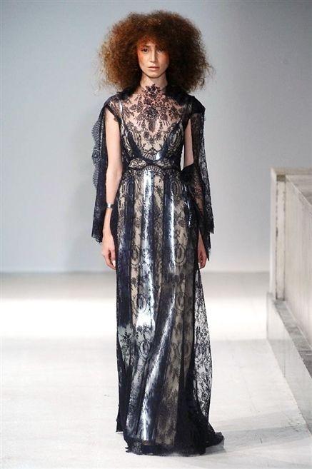 Shoulder, Dress, Style, One-piece garment, Fashion, Fashion model, Wig, Day dress, Street fashion, Fashion design,