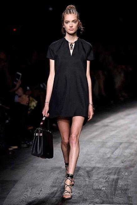 Shoulder, Dress, Human leg, Joint, Fashion show, Style, Fashion accessory, Fashion model, Beauty, Sandal,