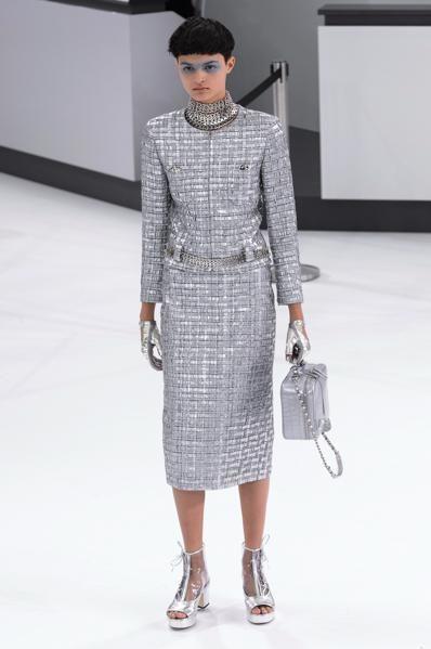 Fashion model, Fashion, Fashion show, Clothing, Runway, Shoulder, Haute couture, Joint, Neck, Dress,
