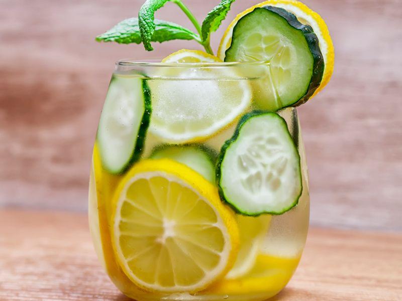 10 benefici dell'acqua al cetriolo: scoprite questa bevanda cosa può fare!