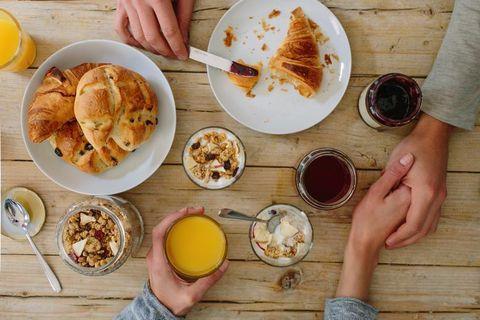 Finger, Food, Cuisine, Serveware, Meal, Dishware, Ingredient, Hand, Tableware, Dish,