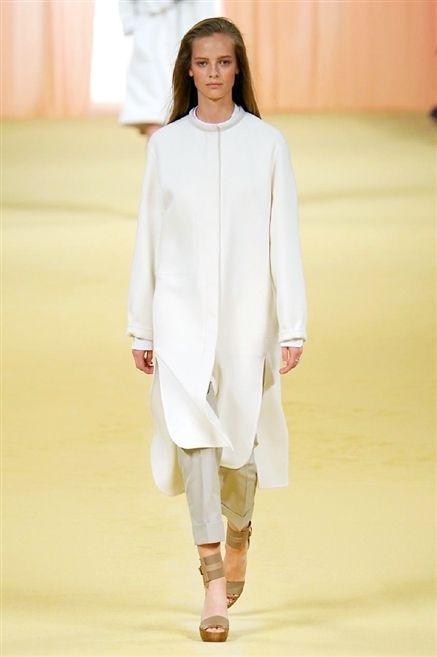 Sleeve, Shoulder, Fashion show, Joint, Outerwear, Runway, Style, Fashion model, Street fashion, Fashion,