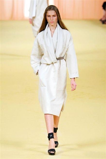 Sleeve, Shoulder, Fashion show, Joint, Runway, Fashion model, Style, Fashion, Street fashion, Knee,