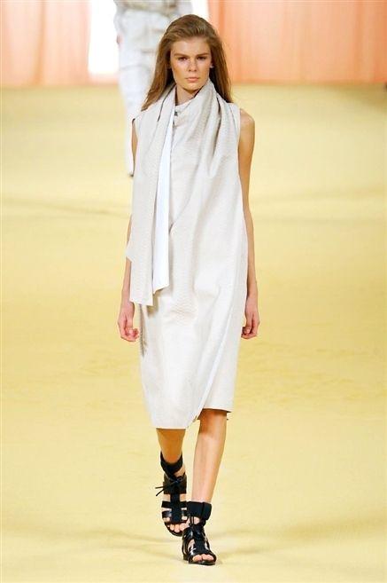 Sleeve, Shoulder, Joint, Fashion show, Human leg, Style, Fashion model, Street fashion, Knee, Runway,