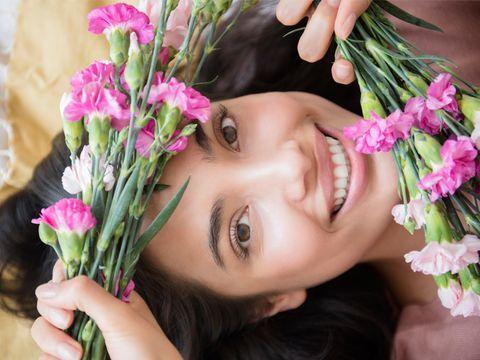 Petal, Lip, Finger, Skin, Flower, Eyebrow, Pink, Eyelash, Bouquet, Flowering plant,