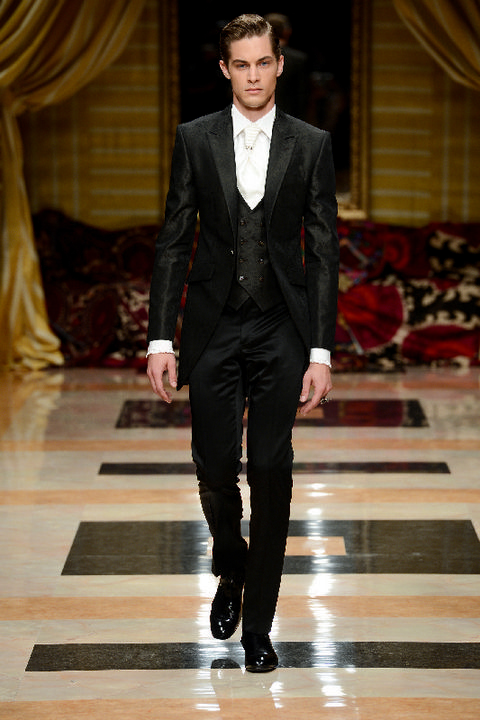 Clothing, Trousers, Collar, Fashion show, Textile, Outerwear, Coat, Formal wear, Suit, Style,