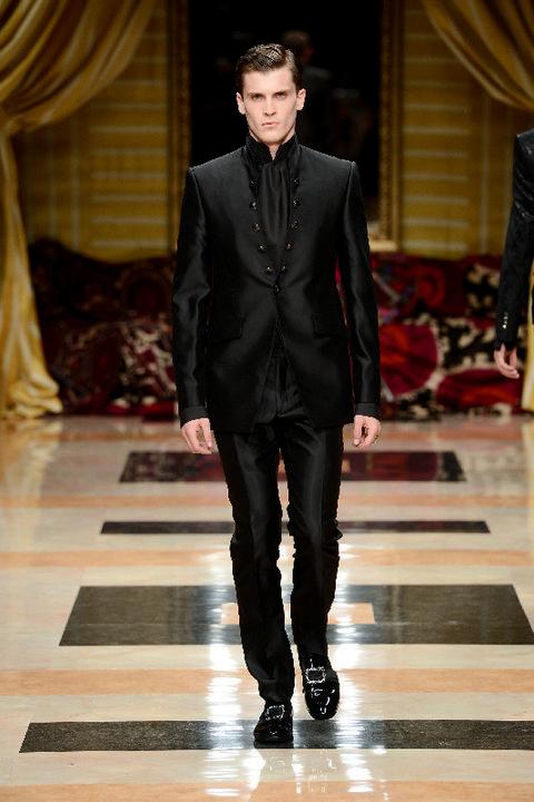 Clothing, Fashion show, Outerwear, Runway, Style, Fashion model, Formal wear, Fashion, Curtain, Blazer,