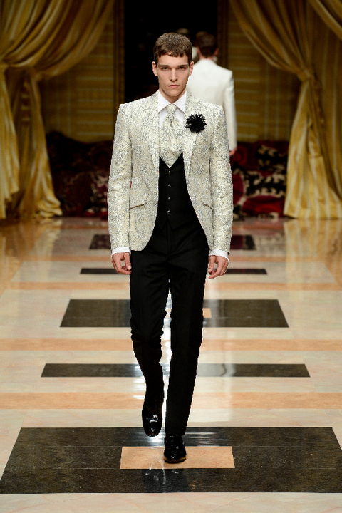 Clothing, Trousers, Coat, Collar, Textile, Fashion show, Outerwear, Formal wear, Style, Suit,