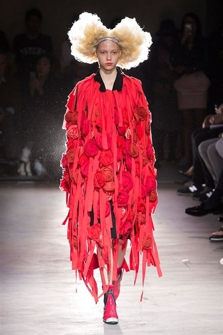 Footwear, Hairstyle, Fashion show, Runway, Outerwear, Style, Winter, Costume design, Fashion model, Hat,