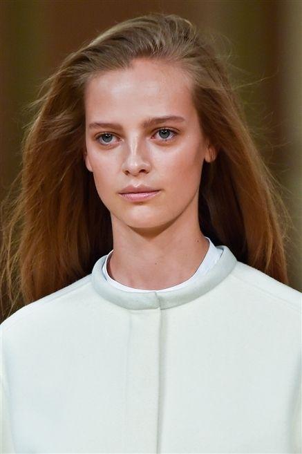 Lip, Hairstyle, Sleeve, Skin, Shoulder, Eyebrow, Eyelash, Brown hair, Beauty, Neck,