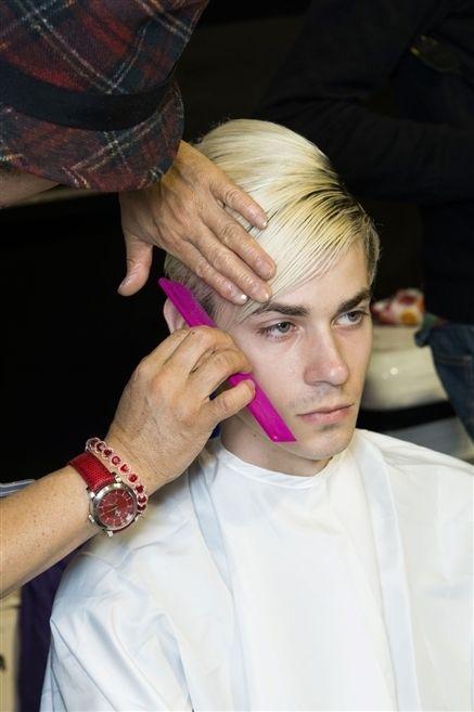 Finger, Wrist, Hand, Watch, Style, Beauty salon, Fashion, Pattern, Nail, Personal grooming,