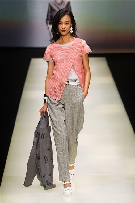Clothing, Shoulder, Fashion show, Joint, Style, Waist, Fashion model, Fashion, Runway, Bag,