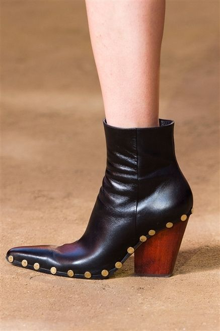 Footwear, Brown, Human leg, Joint, Tan, Leather, Beige, High heels, Calf, Close-up,
