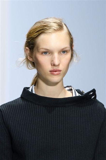 Clothing, Lip, Hairstyle, Sleeve, Shoulder, Eyebrow, Eyelash, Style, Jaw, Sweater,