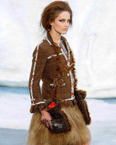 Sleeve, Collar, Shoulder, Textile, Style, Street fashion, Fashion, Waist, Fashion model, Blazer,