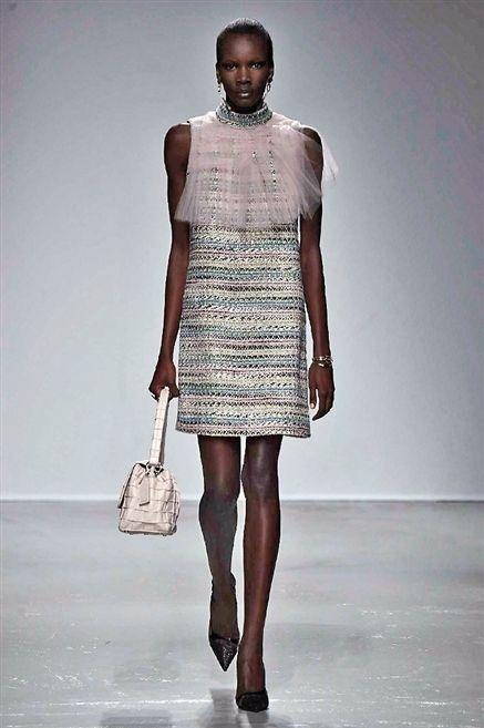 Clothing, Shoulder, Joint, Human leg, Style, Bag, Dress, Fashion accessory, Pattern, Street fashion,