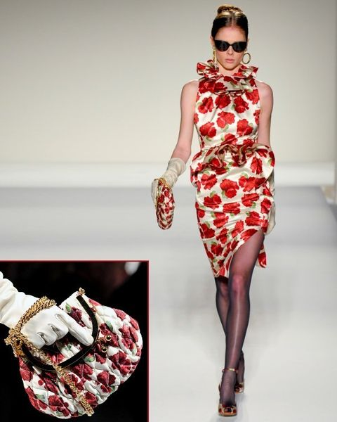 Dress, Shoulder, Red, Pattern, One-piece garment, Style, Sunglasses, Fashion model, Fashion, Neck,