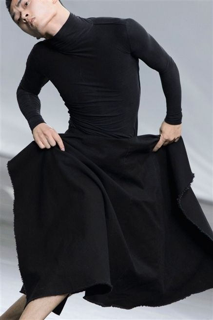 Sleeve, Shoulder, Standing, Joint, Formal wear, Style, Elbow, Waist, Fashion, Neck,