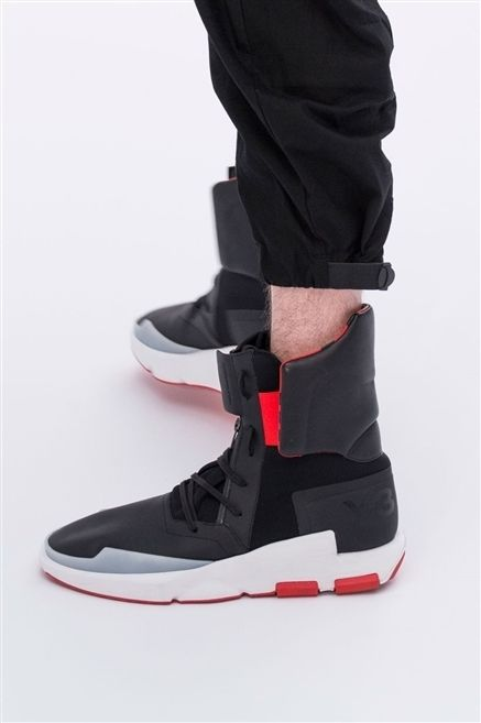 Footwear, Carmine, Black, Synthetic rubber, Walking shoe, Sock, Balance, Strap,
