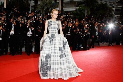 Flooring, Dress, Outerwear, Carpet, Premiere, Formal wear, Style, Gown, Fashion model, Fashion,
