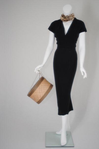 Sleeve, Shoulder, Dress, Joint, Standing, One-piece garment, Formal wear, Style, Fashion, Jewellery,
