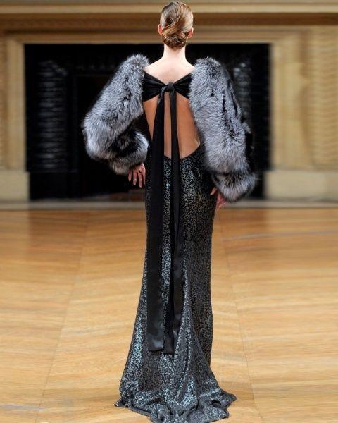 Shoulder, Floor, Textile, Flooring, Dress, Fashion show, Fashion model, Gown, Fashion, Hardwood,