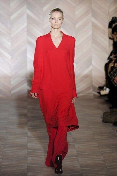 Sleeve, Shoulder, Joint, Fashion show, Fashion model, Fashion, Dress, Neck, One-piece garment, Maroon,